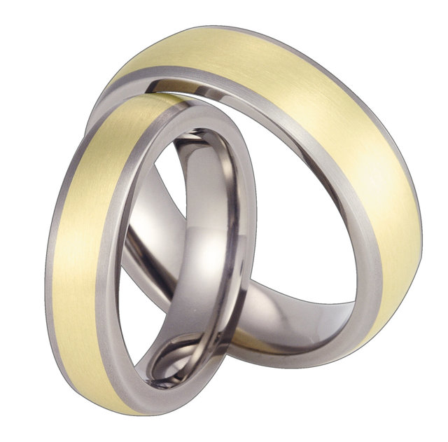 Titanium wedding ring with yellow gold SWTG-57/5,5-k